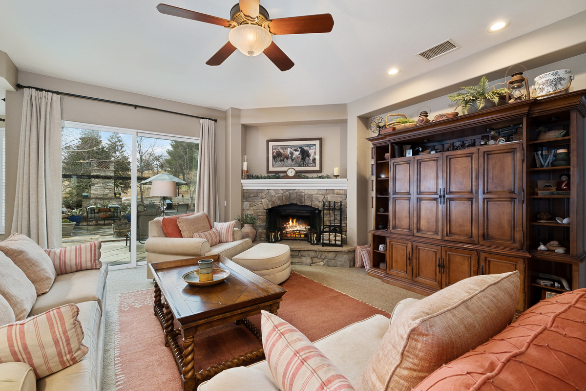 Living room with outside view in 43250 Midnight Ct, Banning, CA 92220