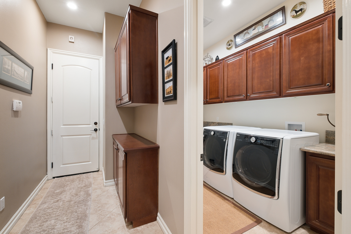 Laundry room in 43250 Midnight Ct, Banning, CA 92220