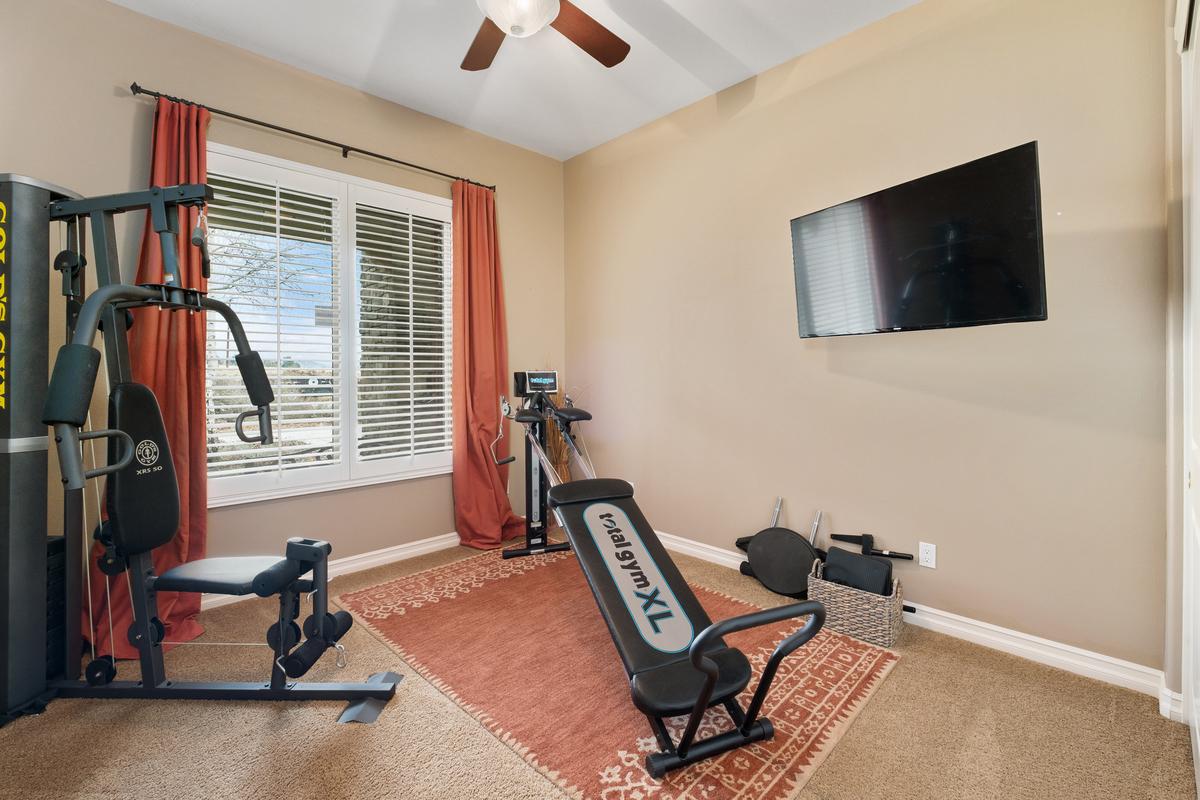 Gym in 43250 Midnight Ct, Banning, CA 92220